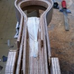 The headstock coming out of its corsett. A lot of cutting and filing waiting for me...